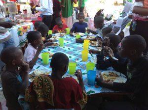 almoço orfanato