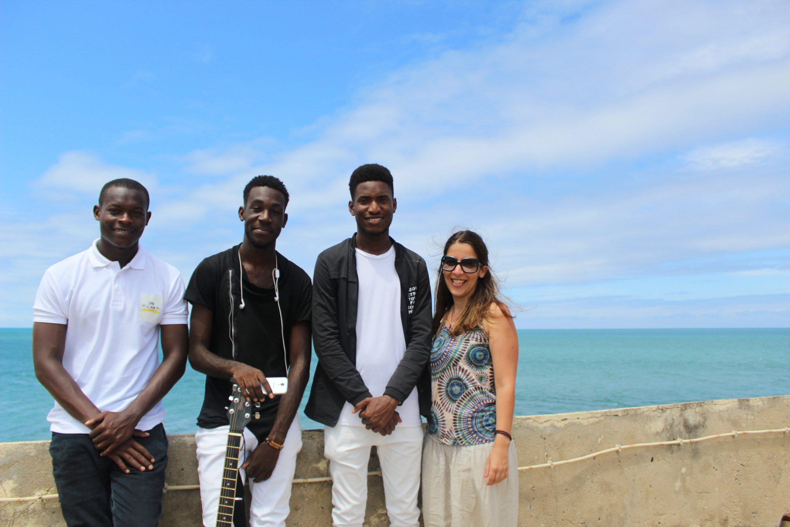 Guia turístico, músico Yuri, cantor MC Karboss e Gisela Martins no Museu Nacional de São Tomé